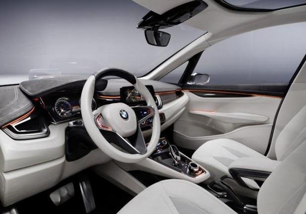 BMW Concept Active Tourer interni a Shangai