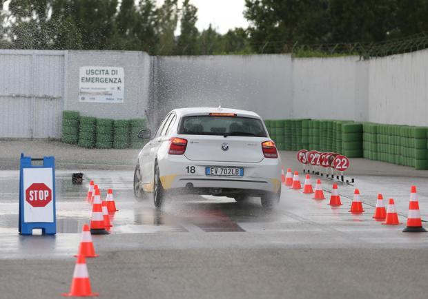 BMW Driving Experience frenata di emergenza