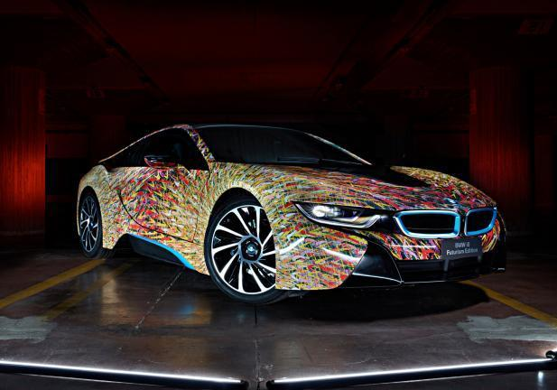BMW i8 Garage tre quarti anteriore
