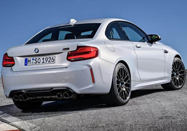 BMW M2 Competition tre quarti posteriore