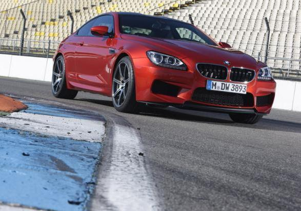 BMW M6 con Competition Package tre quarti anteriore