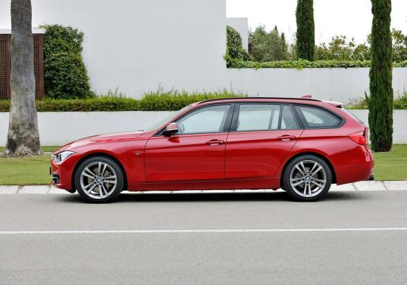 BMW Serie 3 Touring rossa laterale