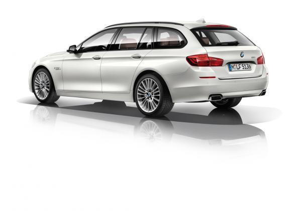 BMW Serie 5 Touring restyling tre quarti posteriore