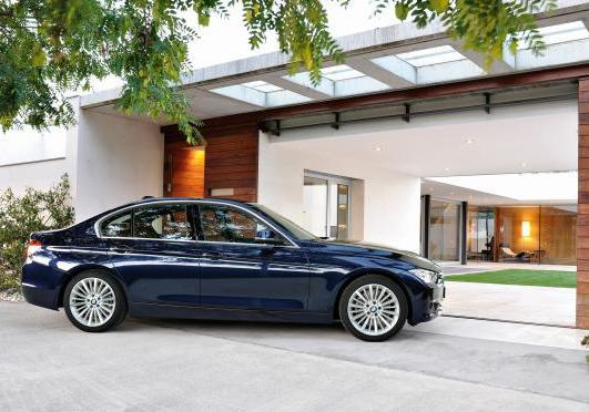 BMW Serie 3 berlina Luxury profilo