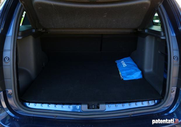 Dacia duster 1 5 dci 110 cv 4x4 la prova su strada e for Dacia duster foto interni