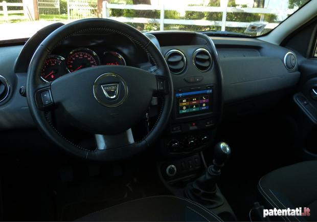 Dacia duster 1 5 dci 110 cv 4x4 la prova su strada e for Interni dacia duster laureate