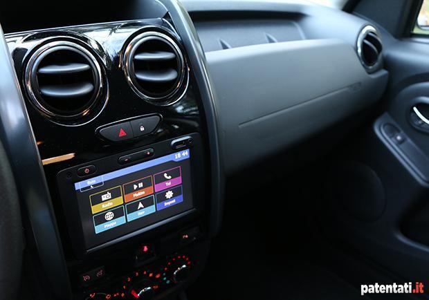 Dacia duster 1 6 gpl la prova su strada della suv for Interni dacia duster laureate