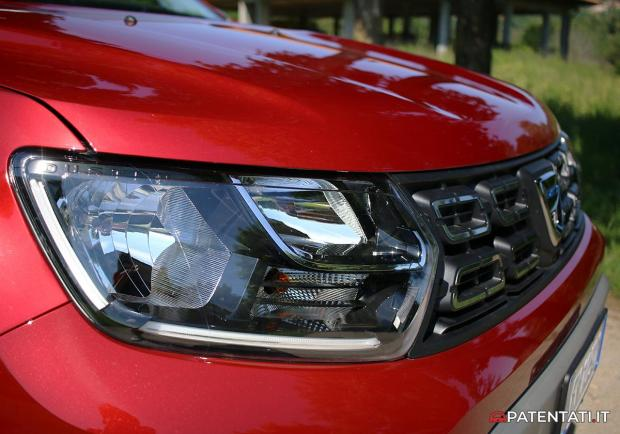 Dacia Duster Techroad fari a LED