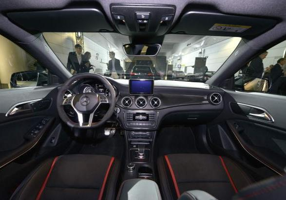 Debutto Mercedes CLA AMG interni