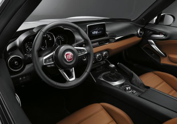 Fiat 124 Spider interni
