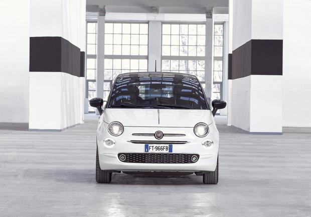 Fiat 500 '120°', Apple CarPlay in omaggio per 6 mesi