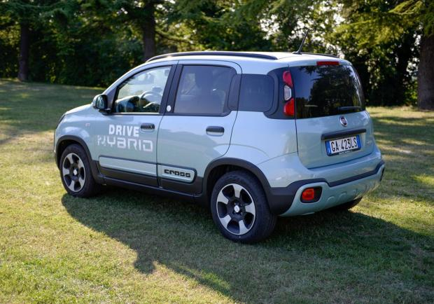 Fiat Panda Hybrid City Cross, più green a metano