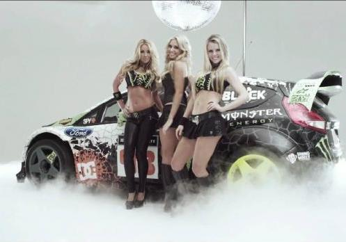 Ford Fiesta WRC di Ken Block e sexy girls