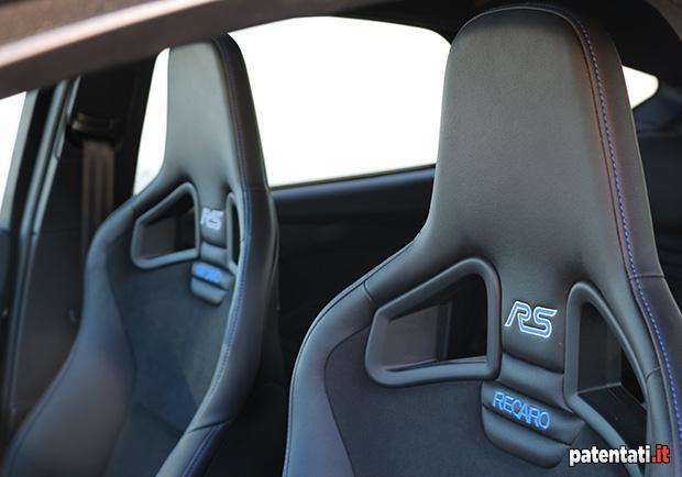 Ford Focus RS sedili Recaro