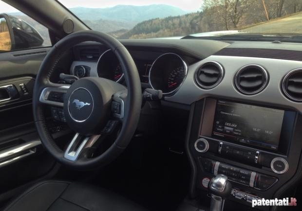 Ford Mustang 2.3 EcoBoost interni