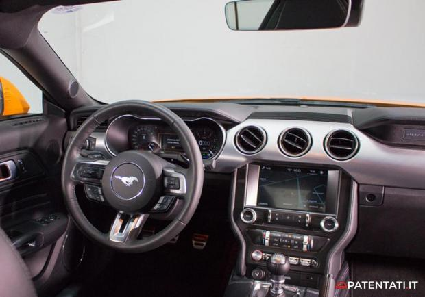 Ford Mustang 5.0 V8 GT automatica interni