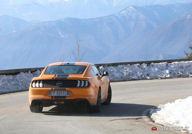 Ford Mustang 5.0 V8 GT automatica posteriore