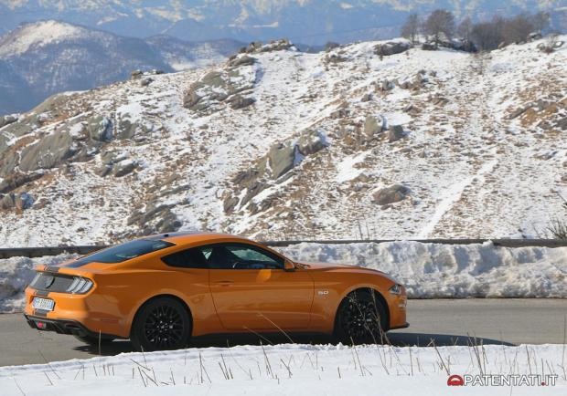 Ford Mustang 5.0 V8 GT automatica profilo