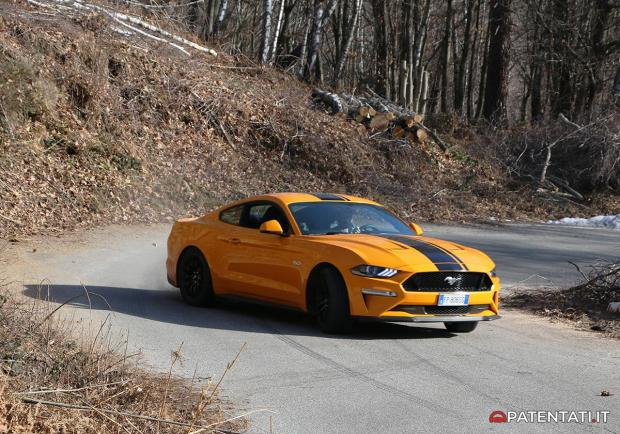 Ford Mustang 5.0 V8 GT automatica sovrasterzo