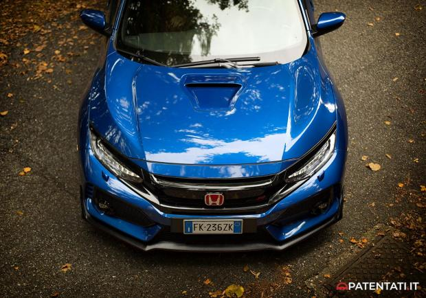 Honda Civic Type R cofano