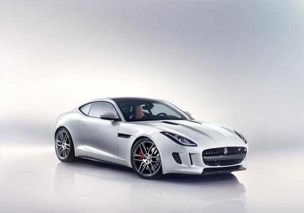Jaguar F-Type R Coupé tre quarti anteriore