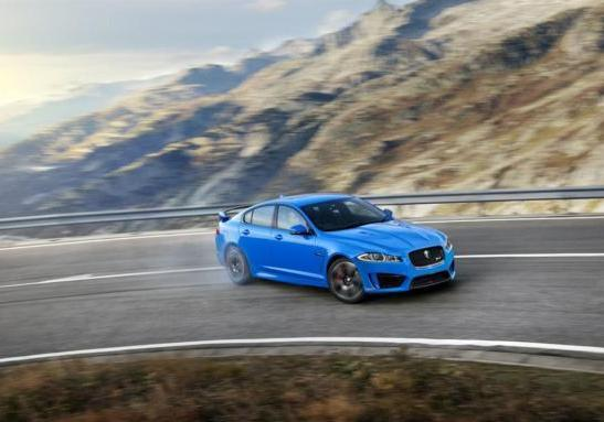 Jaguar XFR-S in derapata