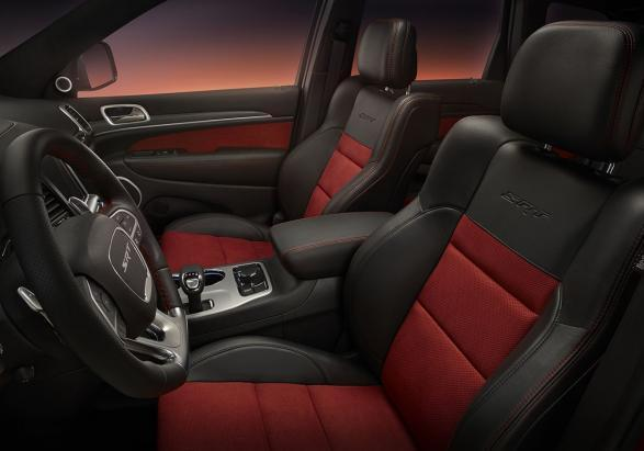 Jeep Grand Cherokee STR Red Vapor abitacolo