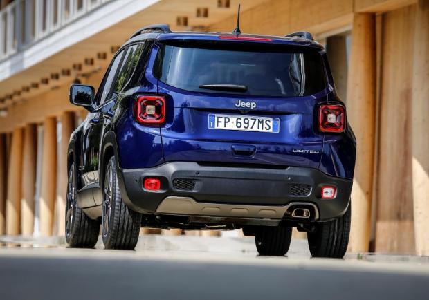 Jeep Renegade MY 19 tre quarti posteriore