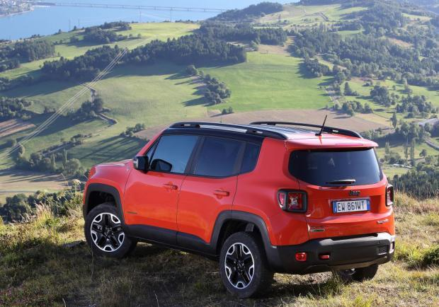 Jeep Renegade Trailhawk tre quarti posteriore