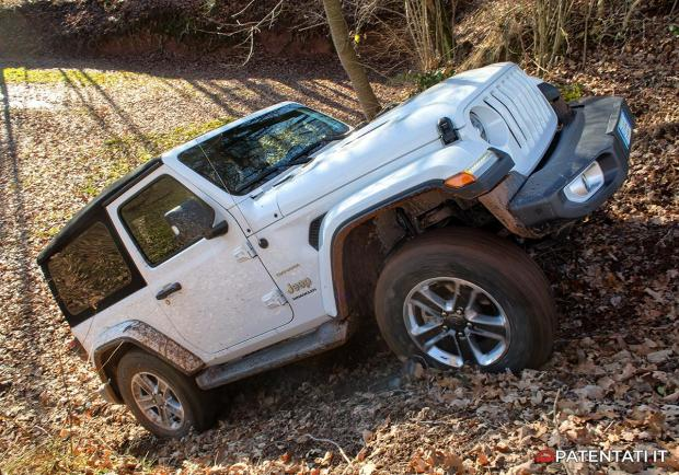 Jeep Wrangler Sahara prova off-road