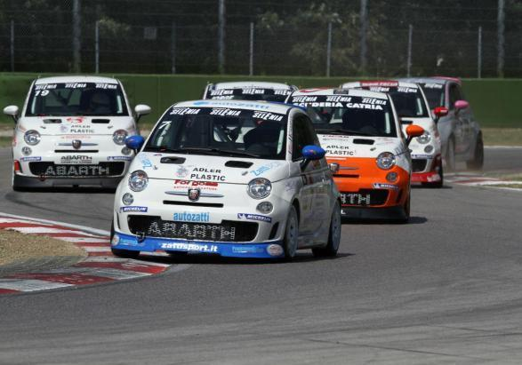 Make it your race 2012 Trofeo Abarth 500 Selenia Italia curva