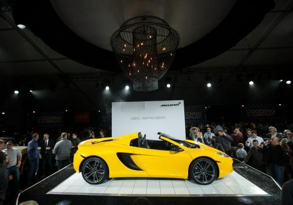 McLaren MP4 12-C Spider a Pebble Beach laterale