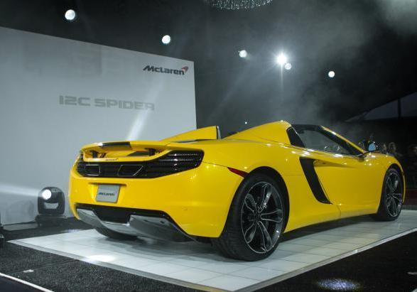 McLaren MP4 12-C Spider a Pebble Beach tre quarti posteriore