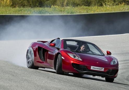 McLaren MP4-12C Spider in pista derapata