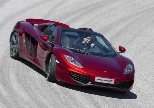 McLaren MP4-12C Spider in pista sovrasterzo