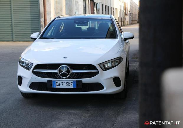 Mercedes A 250 e ibrida plug-in anteriore