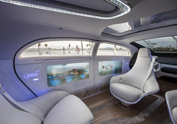 Mercedes-Benz F 015 Luxury in Motion abitacolo