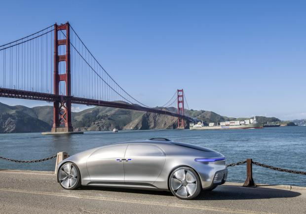 Mercedes-Benz F 015 Luxury in Motion profilo