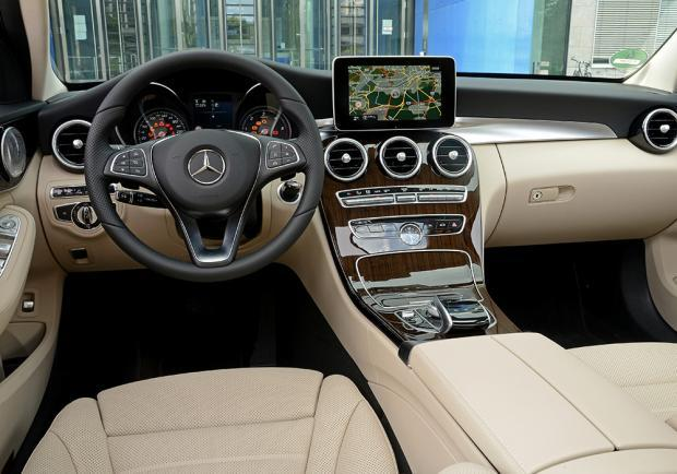 Mercedes Classe C station wagon 300 Hybrid interni