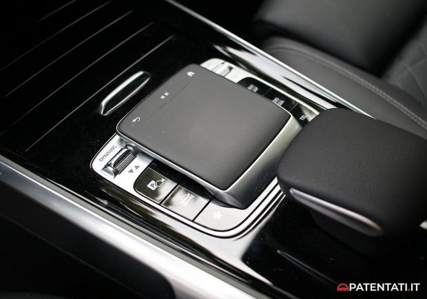 Mercedes GLB 200 d Sport touch pad tunnel centrale
