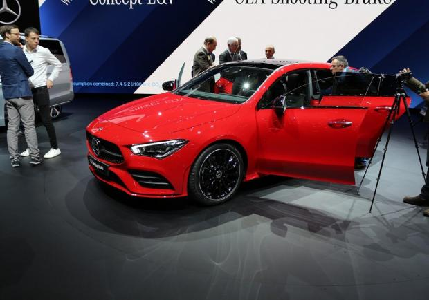 Mercedes, presentata la nuova CLA Coupé e Shooting Brake 01