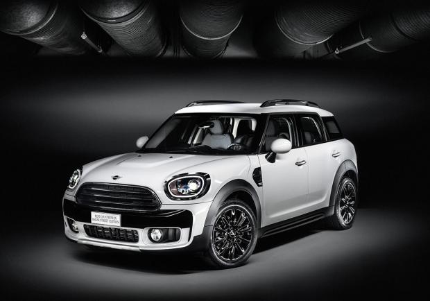 Mini Countryman Baker Street Edition, connessi e alla moda