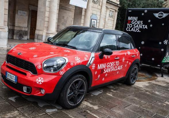 ?Mini Goes to Santa Claus? tappa a Messina Mini tre quarti anteriore