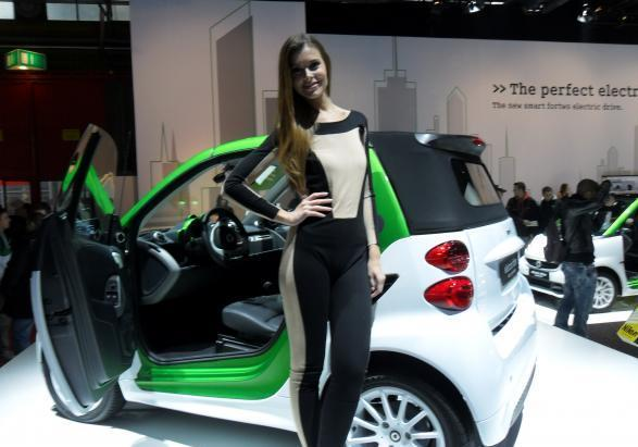motor show 2011 bella ragazza smart
