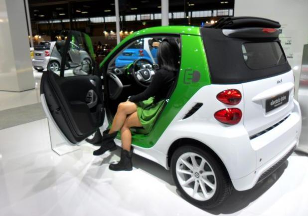 Motor Show 2012 bella ragazza su Smart Electric Drive