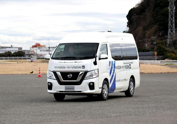 Nissan, il test su strada dell'Invisible-to-Visible 04