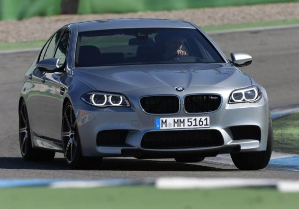 Nuova BMW M5 con Competition Package anteriore
