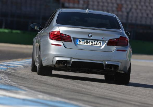 Nuova BMW M5 con Competition Package posteriore