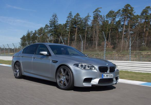 Nuova BMW M5 con Competition Package tre quarti anteriore