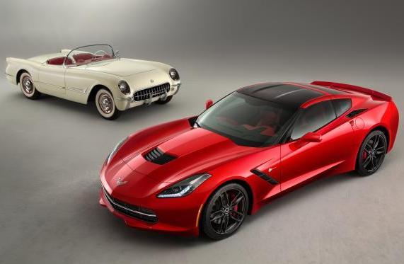 Nuova Corvette Stingray e vecchia Corvette Stingray